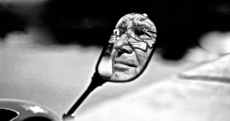P-financial-B&W-older-face-in-mirror