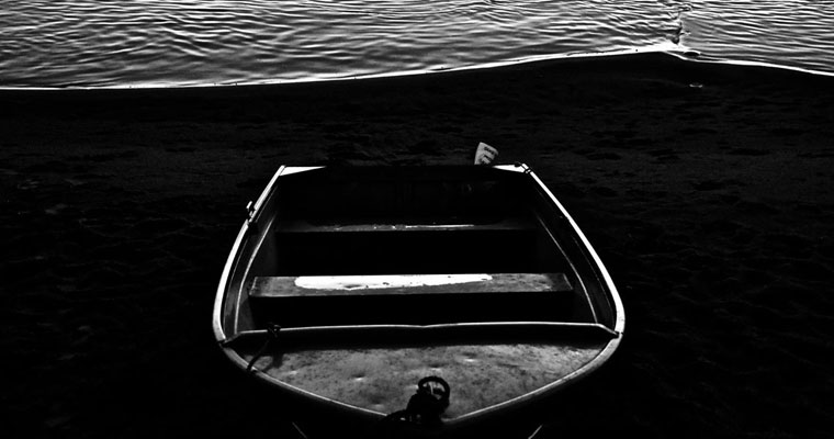 P-offloading-B&W-empty-boat